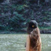 девушка на реке Инзер :: Евгений Дольников