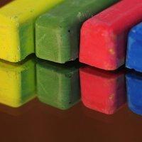 Мелки и цвет :: Юрий Гайворонский