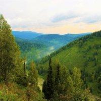 Последний туман покидает долину :: Сергей Чиняев