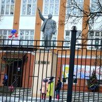 Декабрь месяц елок, игрушек, подарков и надежд! :: Михаил Столяров