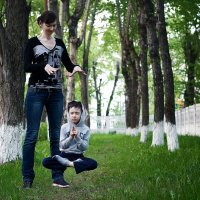 С мамой на прогулке. :: Георгий Рябов