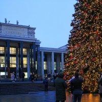 Памятник Достоевскому. Национальная библиотека им.Ленина. :: Larisa