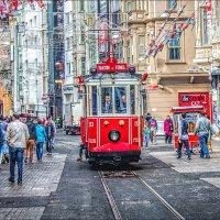 Ретро трамвай улицы Истикляль :: Ирина Лепнёва