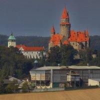 Замок Боузов в летнем мареве :: M Marikfoto