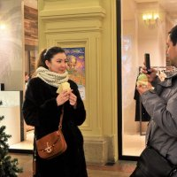 Съешь знаменитое мороженое в ГУМе и тебе будет счастье! :: Татьяна Помогалова