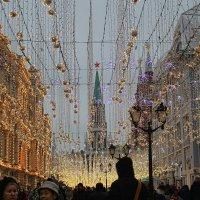 Москва предновогодняя. По Никольской... :: Larisa