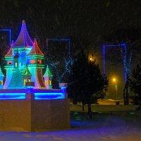 На набережной, а снег летает, летает. :: Виктор Иванович