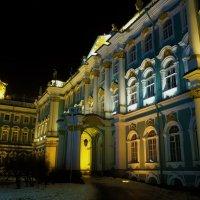 Таинственный свет Зимнего дворца... :: Sergey Gordoff