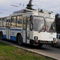 ЮМЗик хороший троллейбусик :: Александр Рыжов