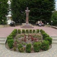 Памятник   митрополиту   Шептицкому   в   Трускавце :: Андрей  Васильевич Коляскин