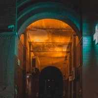вечерняя арка во двор :: Ольга (Кошкотень) Медведева