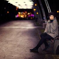 Нютка в вечернем парке :: Alex Lipchansky