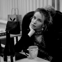 Портрет Женевьевы в интерьере :: Михаил Зобов