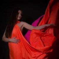 Девушка в красном :: Ольга Григорьева