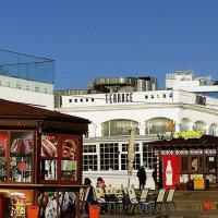 пляжный ресторан зимой :: Александр Корчемный