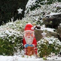 Дед мороз возле дома :: Mariya laimite