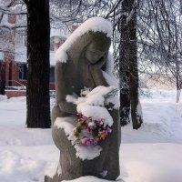 Воинское захоронение на пр. Ленина в Красном селе. :: Ирина ***