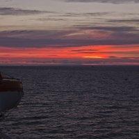 Закат в море :: Александр Рябчиков