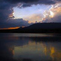 Рассвет: Озеро и хребет Зюраткуль ..... :: Aleks Ben Israel