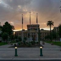 Капитолий штата Аризоны в лучах заката (г.Феникс, США) :: Юрий Поляков