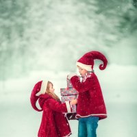 Гномики с подарками :: Татьяна Бурыкина