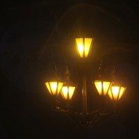 Воспоминания — всего лишь старый фонарь, висящий на углу улицы, где больше почти никто не ходит :: Tatiana Markova