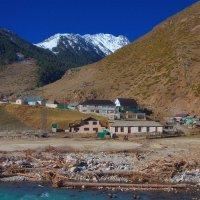 Поселок у гор и синей речки :: M Marikfoto