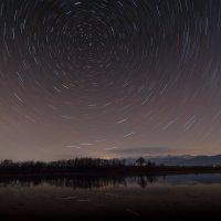 Над озером.. :: Александр Криулин