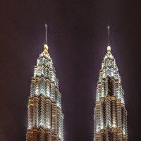 Башни Петронас (Petronas Twin Towers), Куала-Лумпур, Малайзия. :: Edward J.Berelet
