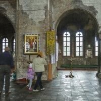 Внутри гарнизонной церкви Брестской крепости :: leo yagonen