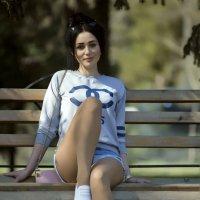 девушка в парке :: Валерий Чернышов