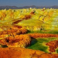 течёт серная кислота, вулкан Даллоль, пустыния Данакиль, Эфиопия :: Георгий