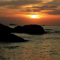 Так хочется туда, где море и тепло… И никаких забот!!! :: Вадим Якушев