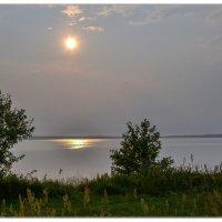 На берегу озера Нарочь :: Vladimir Semenchukov