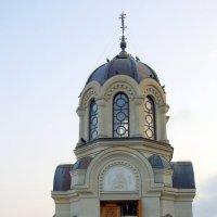 Церковь на Ялтинской набережной :: Валерий Новиков