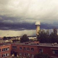 Вид из окна, где-то в дальнем конце фотографии, виден дождь! :: Дмитрий Скачков
