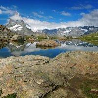 Красуется гора у зеркала воды :: Elena Wymann