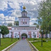 Надвратная церковь во имя Архистратига Михаила. Валдай :: Rabbit Photo