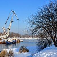Речной кран на реке Москве :: Анатолий Колосов