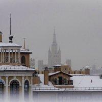 Москва пришпиленная. :: Сергей Басов