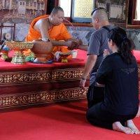 Монах повязывает сай син :: Олег Гаврилов