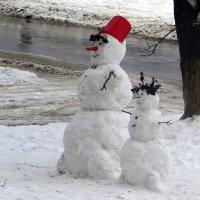 Загрустили снеговички... :: Татьяна Смоляниченко