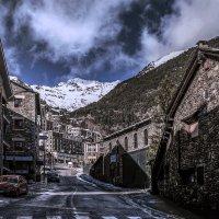 Снег. Город почти ослеп. :: Александр Липовецкий
