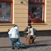 Уличный музыкант. :: Sergey (Apg)
