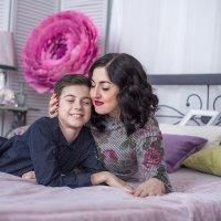 Мама с сыном :: Ирина Автандилян