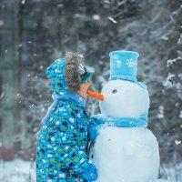 Матвей и снеговик :: Наталья Путилина