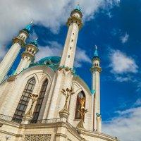 Кул-Шариф на фоне неба :: Сергей Цветков