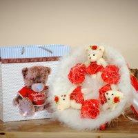 Подарок ребенку и букет из мягких игрушек. :: Александр Анатольевич