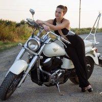 Девушка с мотоциклом :: Владимир Миняйлов