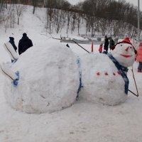 Вальяжный снеговик :: Галина Бобкина